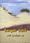 Bekijk details van Bergen zand met hoedjes op
