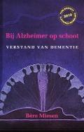 Bekijk details van Bij Alzheimer op schoot