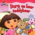 Bekijk details van Dora en haar teddybeer