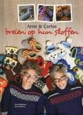Bekijk details van Arne & Carlos breien op hun sloffen