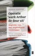 Bekijk details van Operatie 'werk Arthur de deur uit'