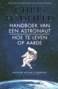 Bekijk details van Handboek van een astronaut: hoe te leven op aarde