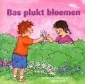 Bekijk details van Bas plukt bloemen