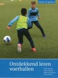 Bekijk details van Ontdekkend leren voetballen
