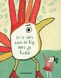Bekijk details van Er is iets aan de kip met je hand
