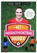 Bekijk details van Het meidenvoetbal-doeboek