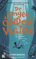 Bekijk details van De jongen onder water