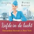 Bekijk details van Stewardess Hannah in New York